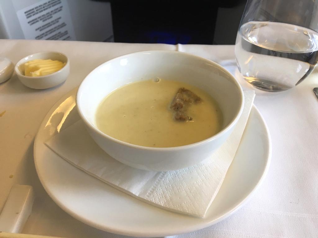 オーストリア航空-ビジネスクラス-機内食-スープ