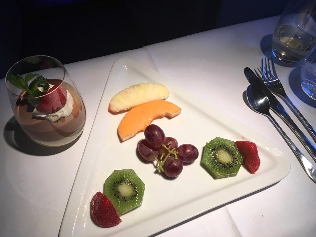 オーストリア航空-ビジネスクラス-機内食-フル−ツ