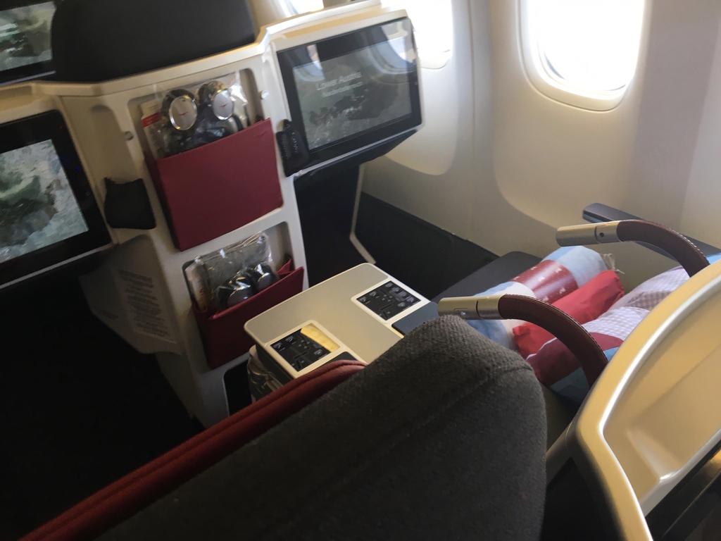 オーストリア航空-ビジネスクラス-シート-二人席