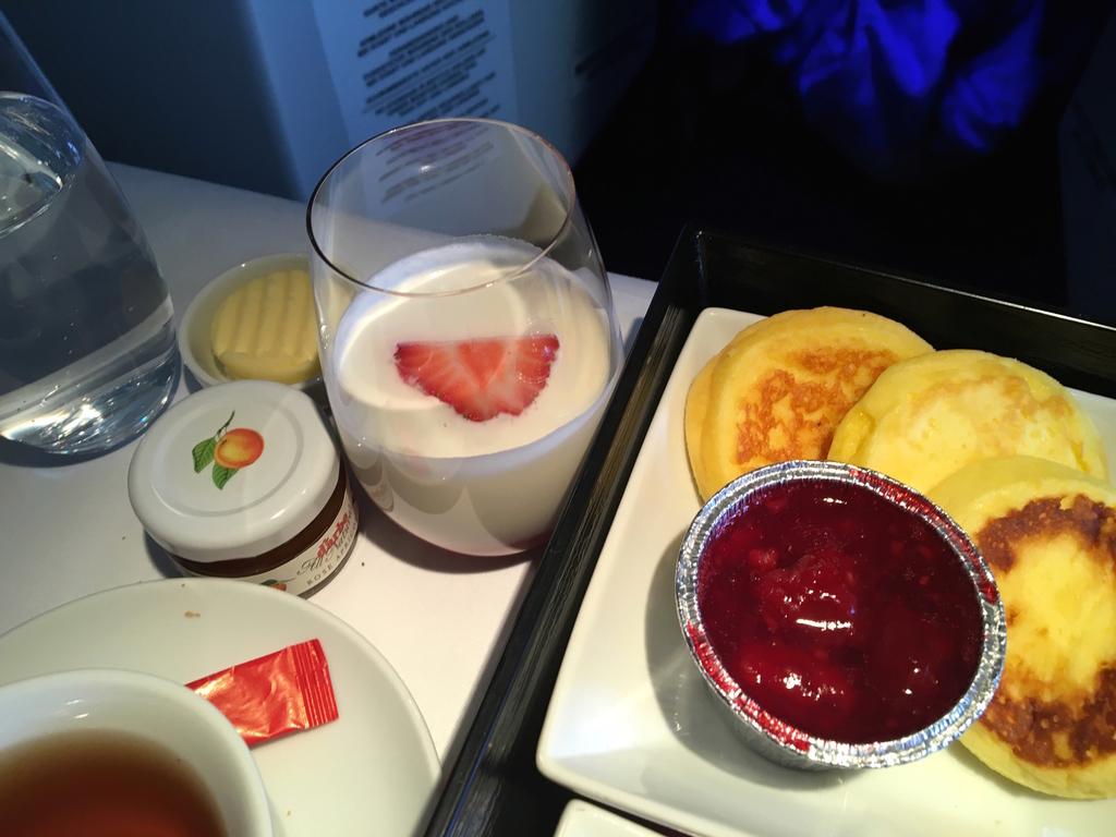 オーストリア航空-ビジネスクラス-機内食-朝食-スムージー