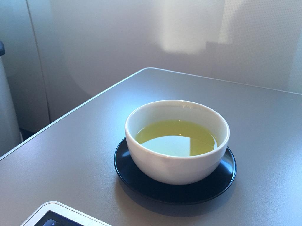 オーストリア航空-ビジネスクラス-シート-機内食-お茶