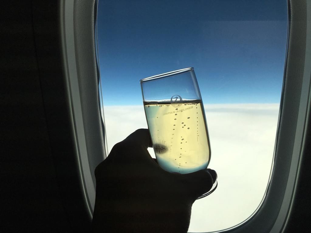 JAL-ビジネスクラス-シャンパン