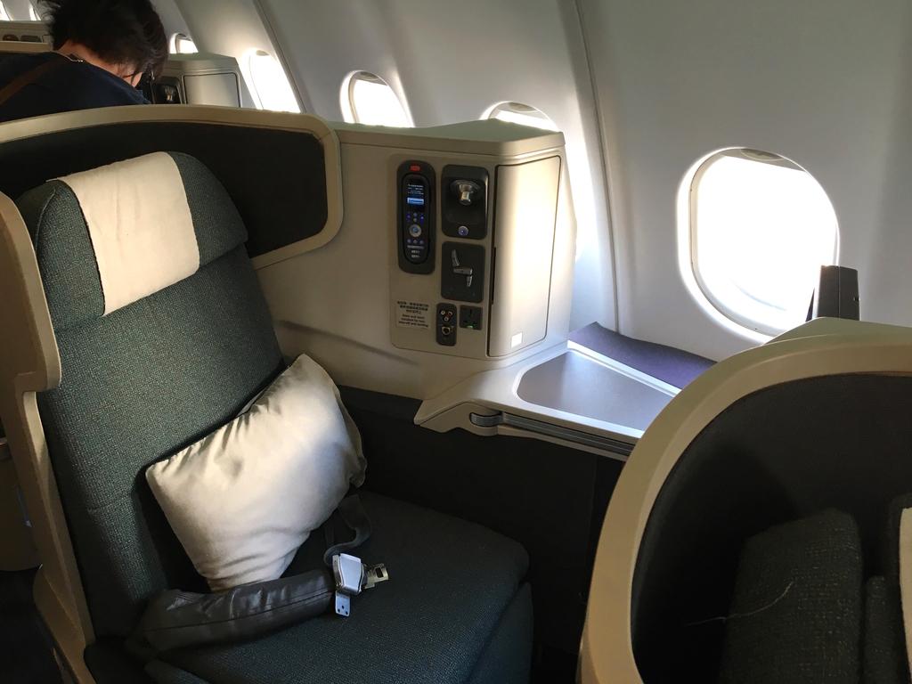 キャセイパシフィック航空-ビジネスクラス-シート