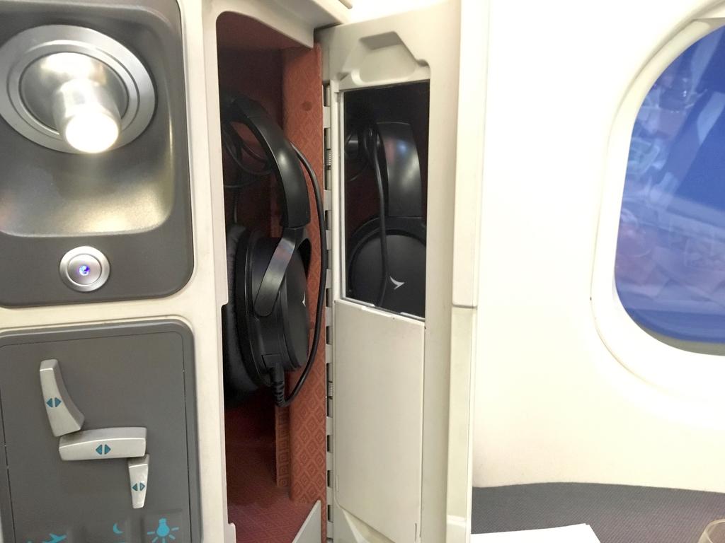キャセイパシフィック航空-ビジネスクラス-ヘッドフォン