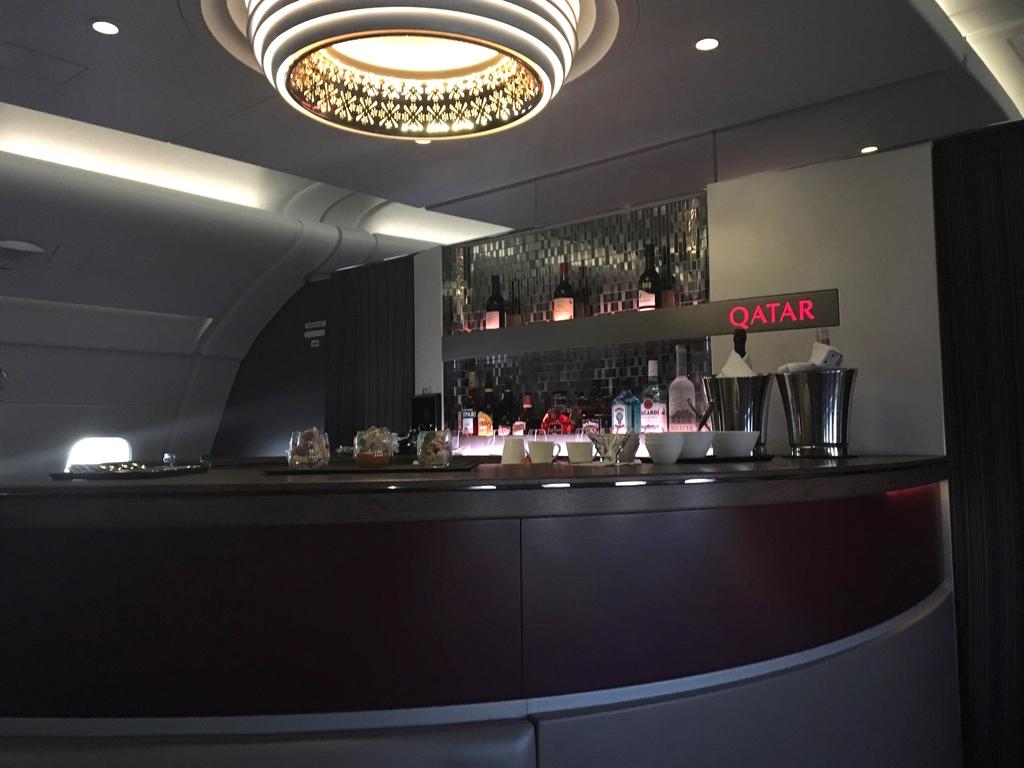 カタール航空-A380-バーカウンタ