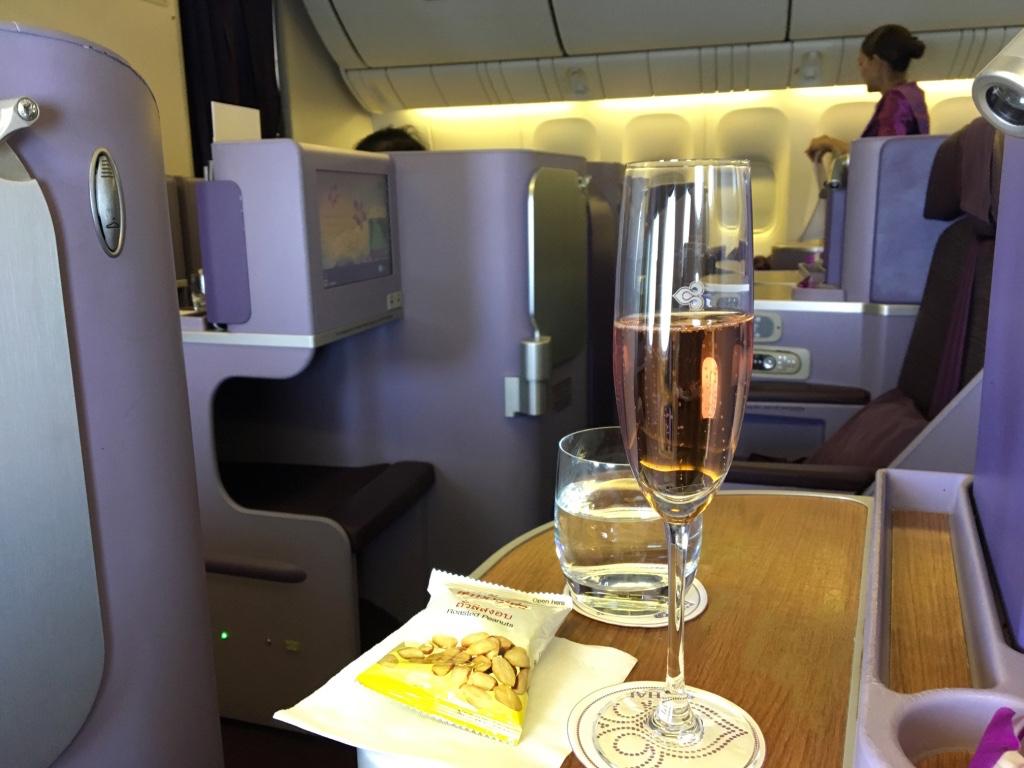 タイ国際航空-ビジネスクラス-シャンパン