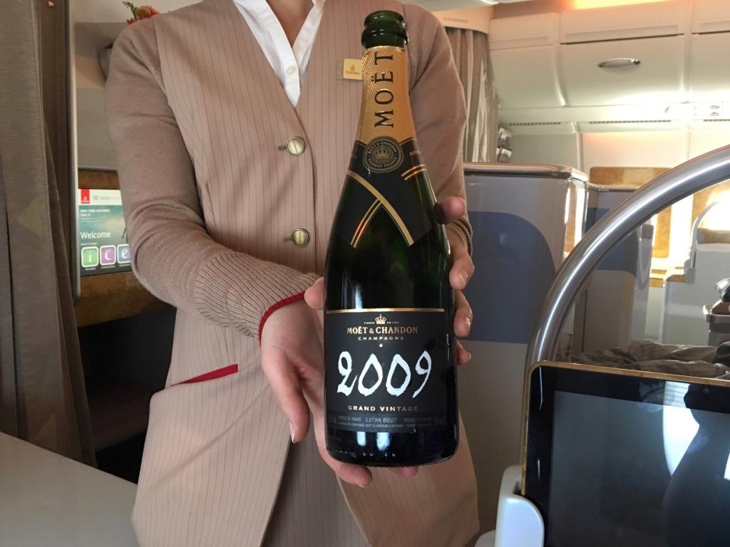エミレーツ航空-ビジネスクラス-シャンパン