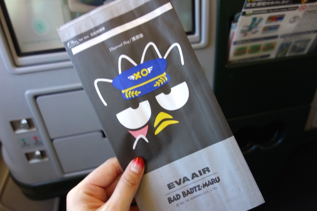 エバー航空-ばつ丸ジェット-ごみ袋