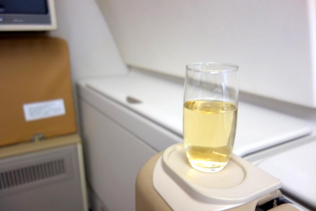 シンガポール航空-A380-ビジネスクラス-ウェルカムドリンク