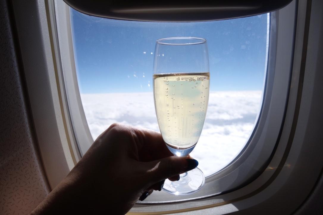 キャセイパシフィック航空-ビジネスクラス-シャンパン
