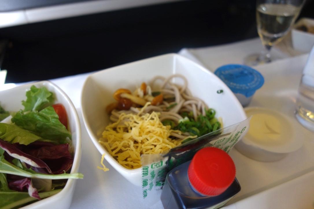キャセイパシフィック航空-ビジネスクラス-機内食-そば
