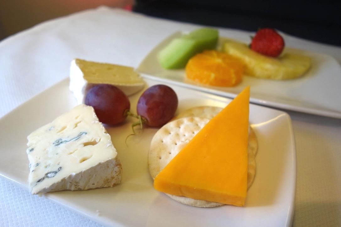 キャセイパシフィック航空-機内食-チーズ
