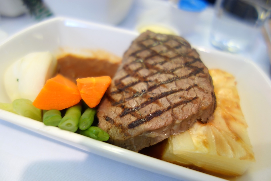 キャセイパシフィック航空-ビジネスクラス-機内食-メイン