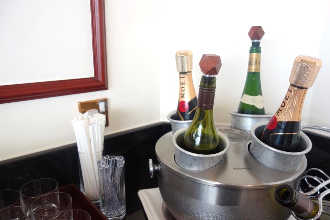 香港空港-エミレーツラウンジ-シャンパン