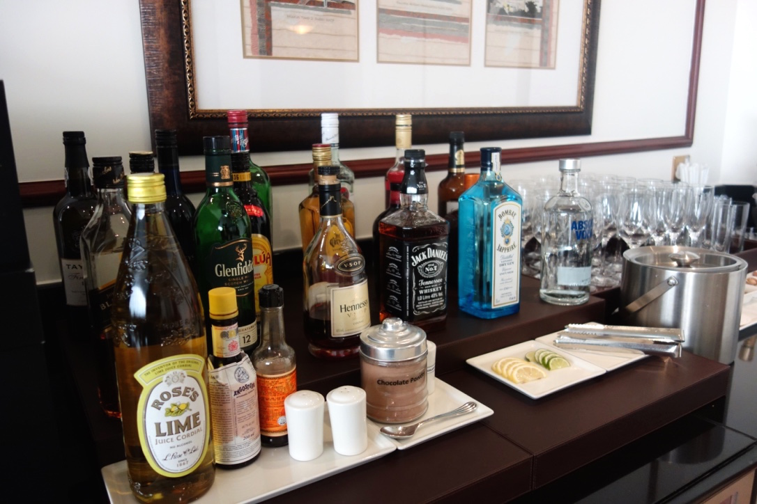 香港空港-エミレーツラウンジ-アルコール