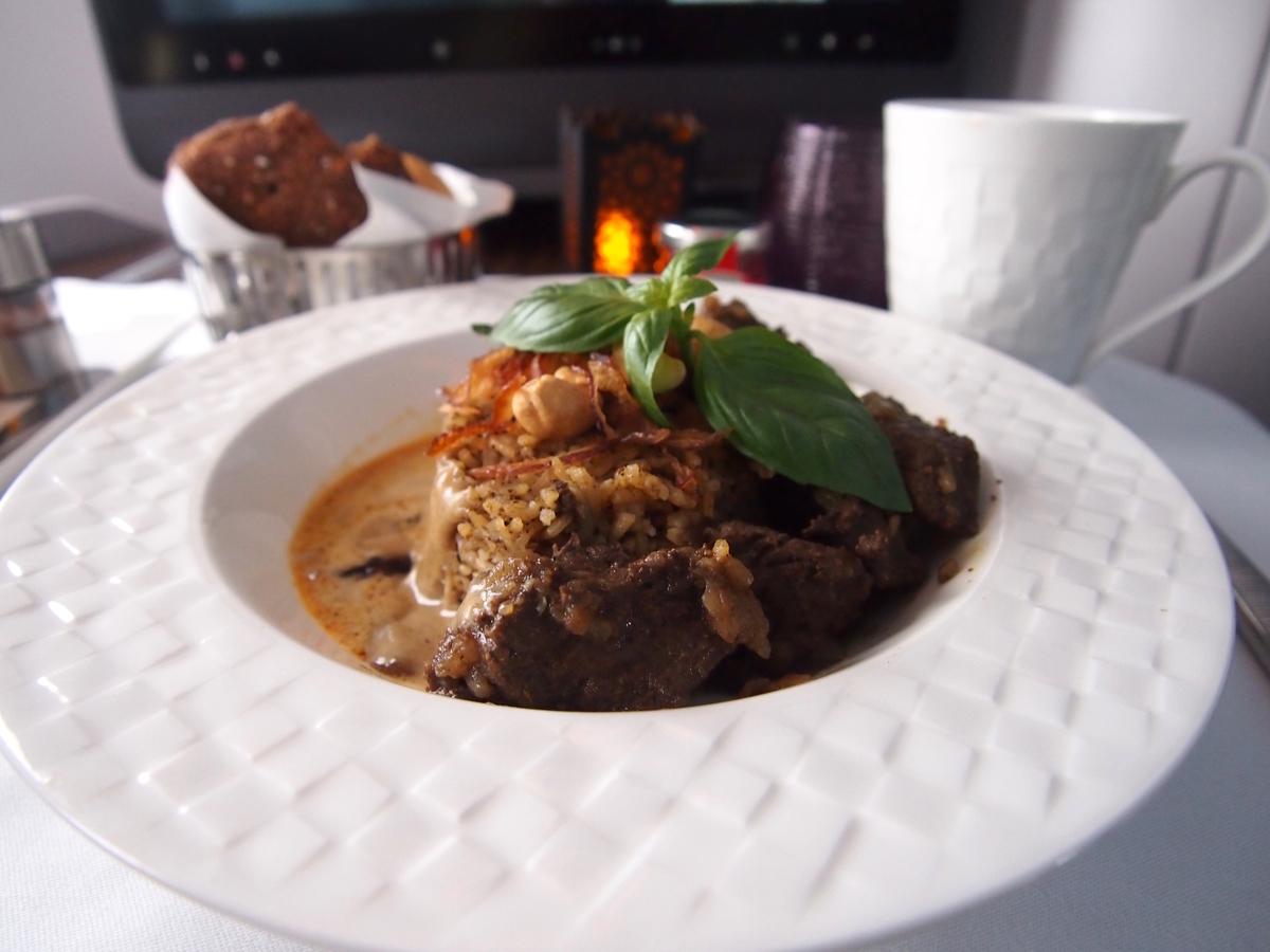 カタール航空-ビジネスクラス-機内食-メイン