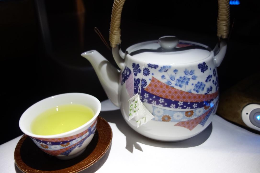 エミレーツ航空_ビジネスクラス_緑茶