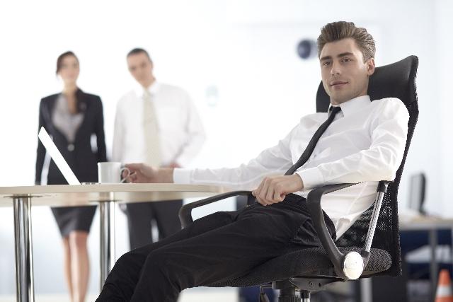 少人数の職場で人間関係に悩んだら?よくある悩みと対処法