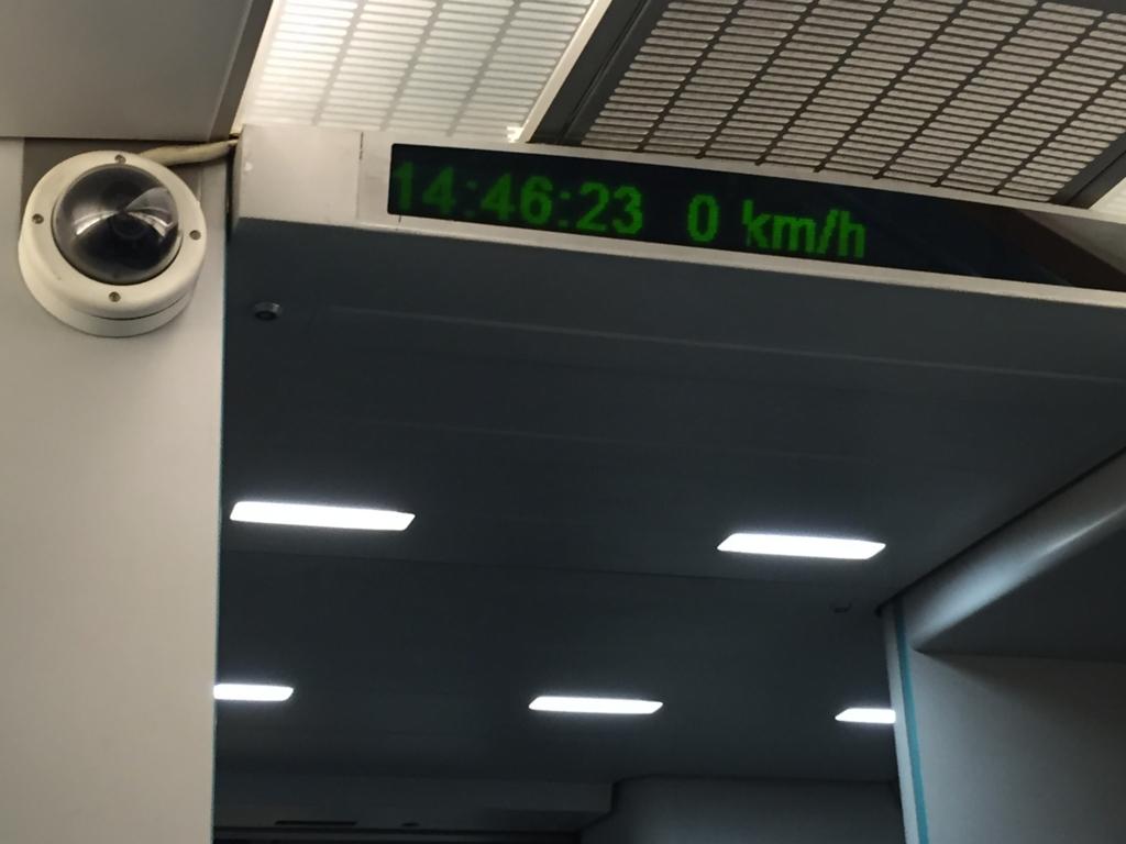 上海リニアモーターカー 停車中メーター0km/h