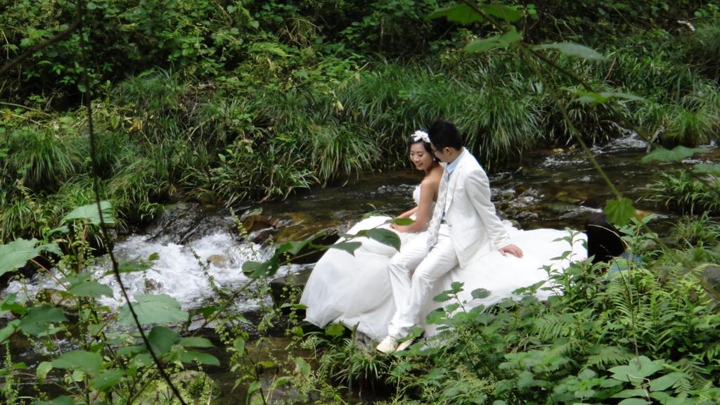 張家界 金鞭渓景区 結婚式の記念撮影