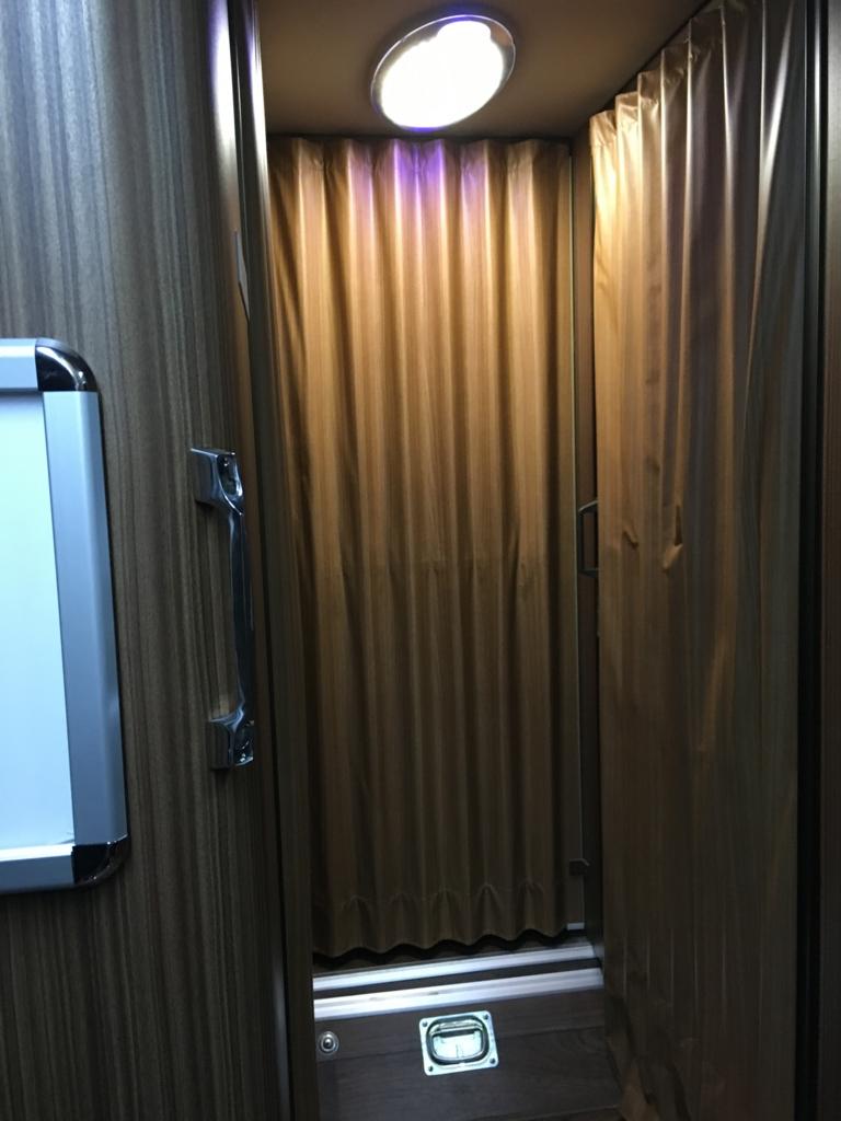 株式会社中国バス メープルハーバー トイレ化粧室入り口