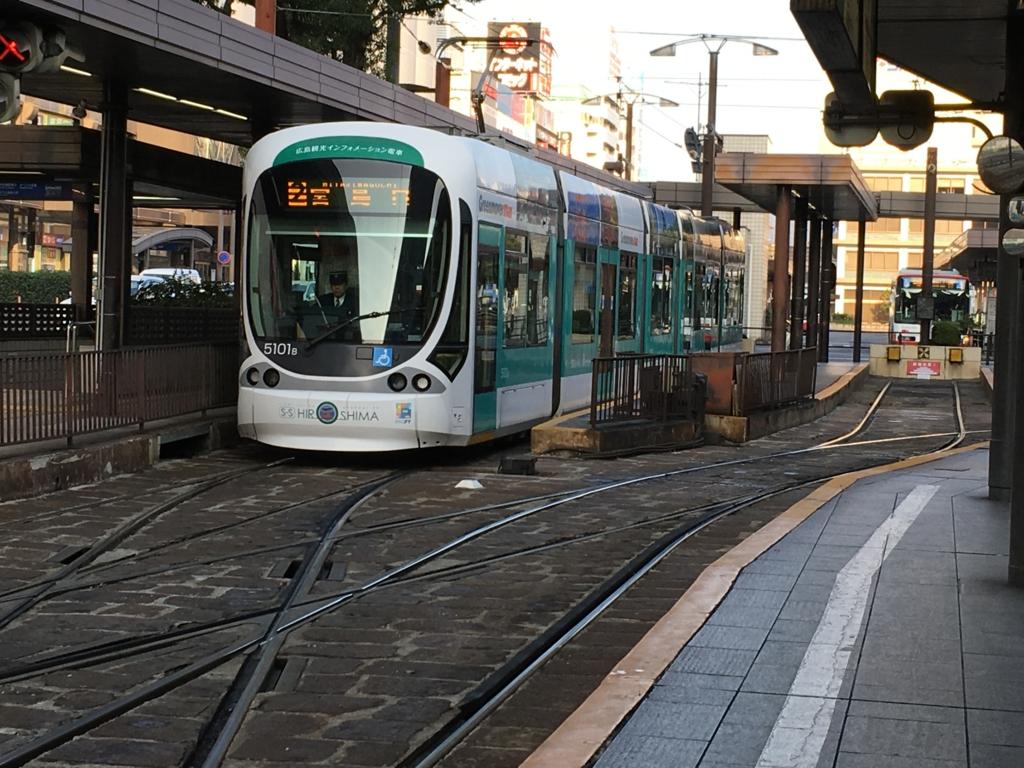 2号線宮島口行 広島市内電車(路面電車)
