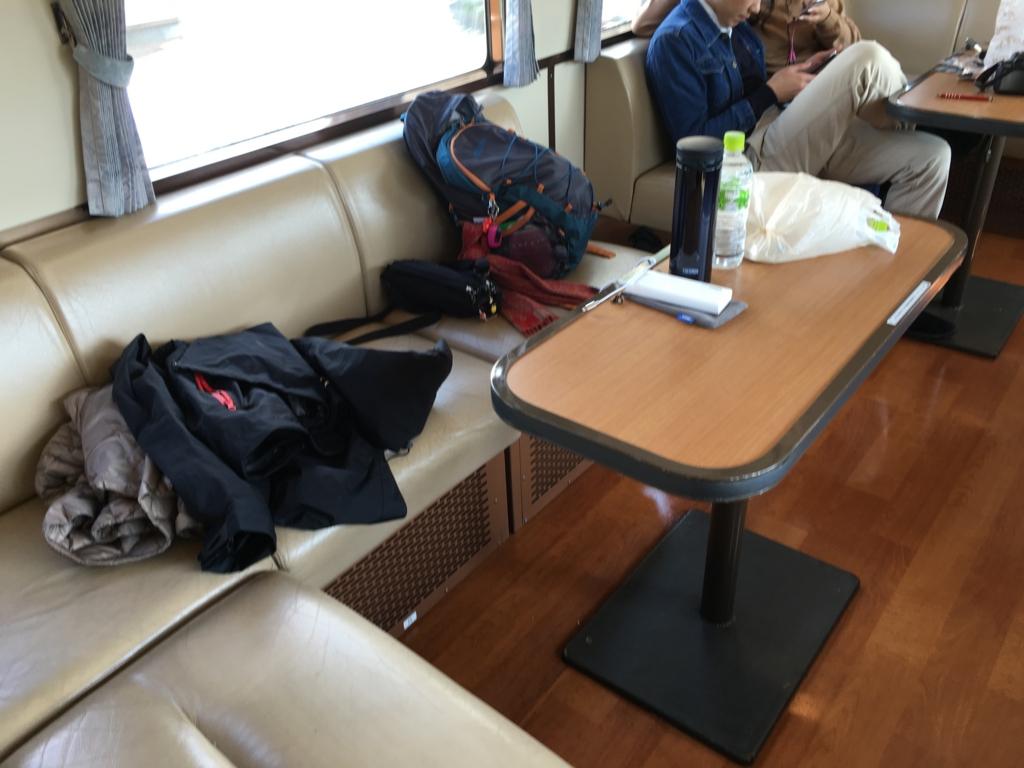 瀬戸内マリンビュー 指定席車輛 山側座席