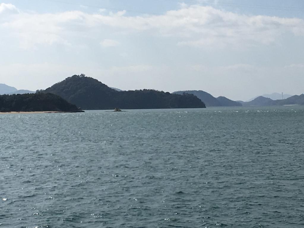 忠海港から大久野島へ 海の風景