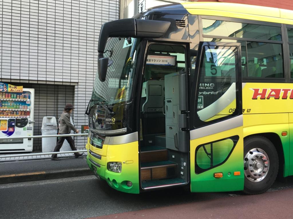 東京マラソン2016 飯田橋付近 はとバス車輛 停車中