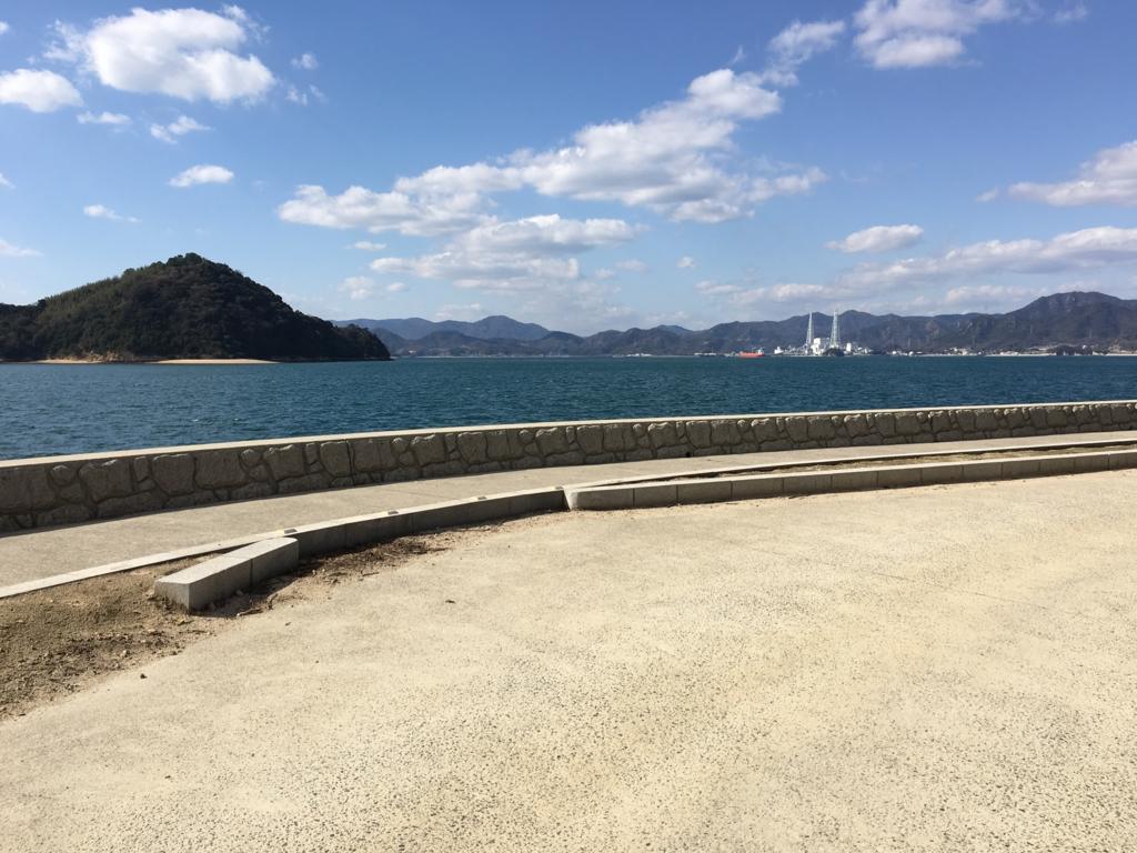 大久野島 グラウンド近くの海