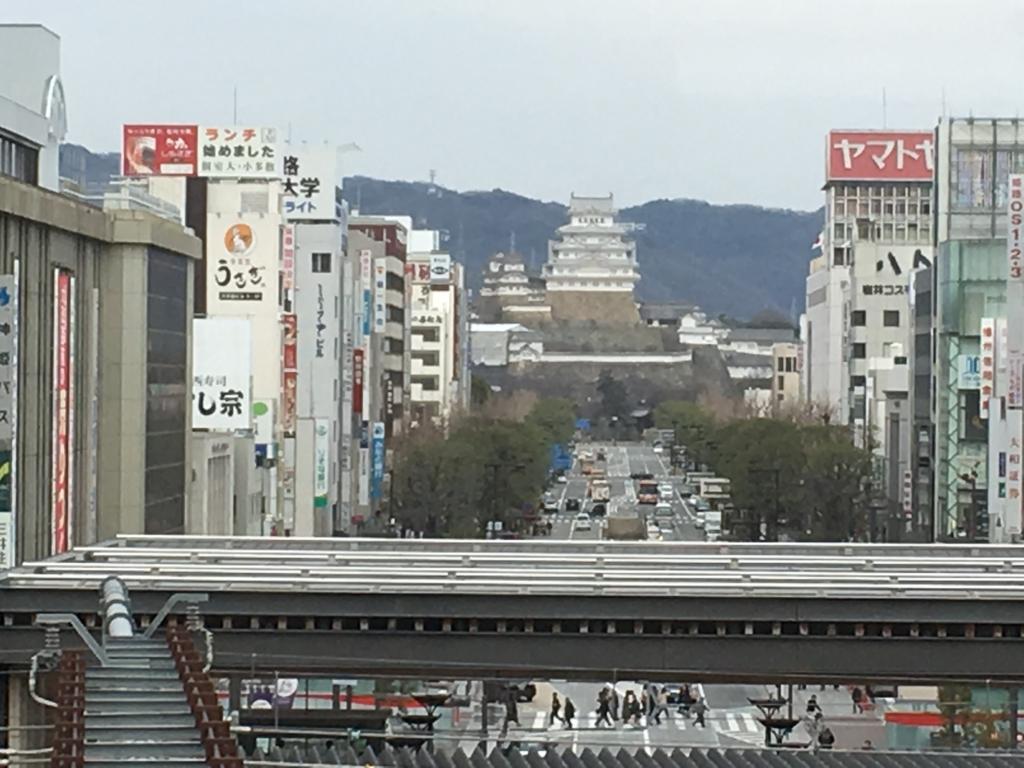 新幹線 姫路駅 ホームからの 姫路城