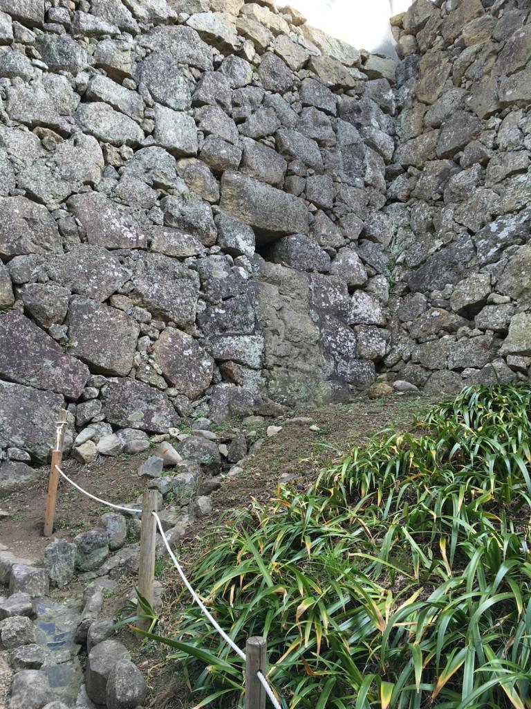 姫路城 城壁 水抜き穴