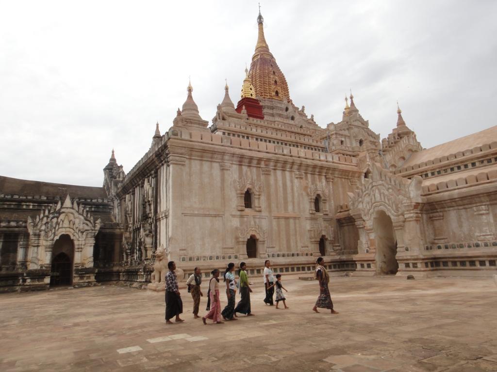 ミャンマー アーナンダー寺院