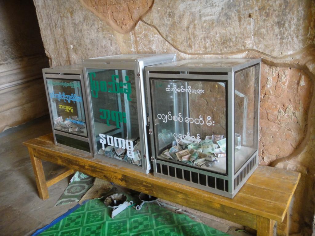 ミャンマー ティーローミンロー寺院 寄付金箱