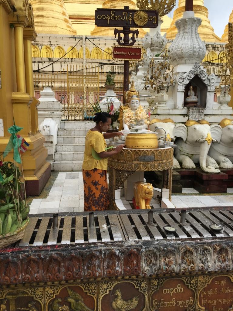 ミャンマー シュエダゴン・バゴダ 月曜日仏像