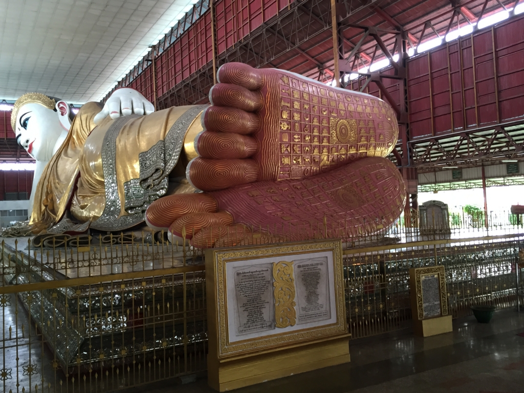 ミャンマー チャウタッジー・バゴタ 涅槃像 全身