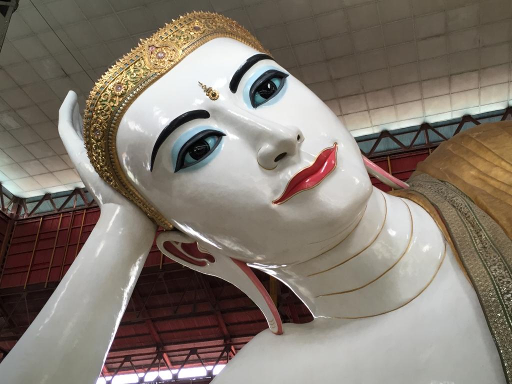 ミャンマー チャウタッジー・バゴタ 涅槃像 顔