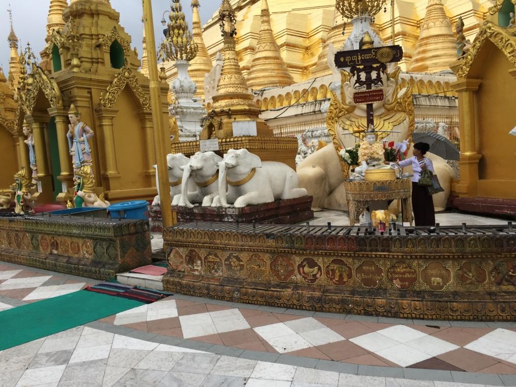 ミャンマー シュエダゴン・バゴダ いろいろな仏塔