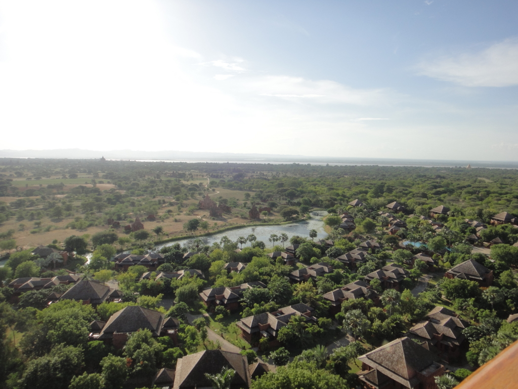 ミャンマー バガンビュータワー 展望台からの風景 ホテル?