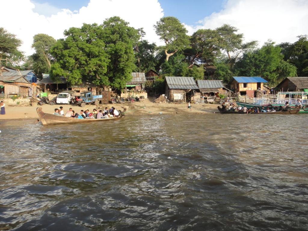 ミャンマー バガン クルーズ 船着き場 出航