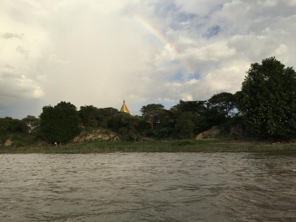 ミャンマー バガン クルーズ 雨上がりの虹