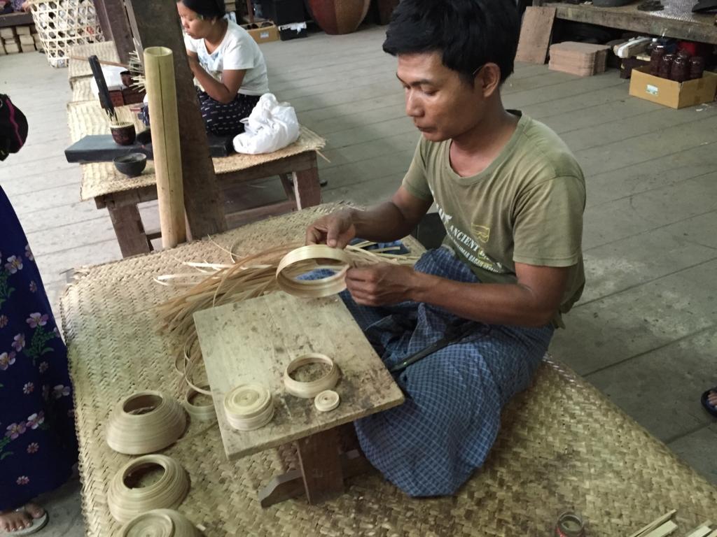 ミャンマーバガン 漆塗り 竹で土台作り