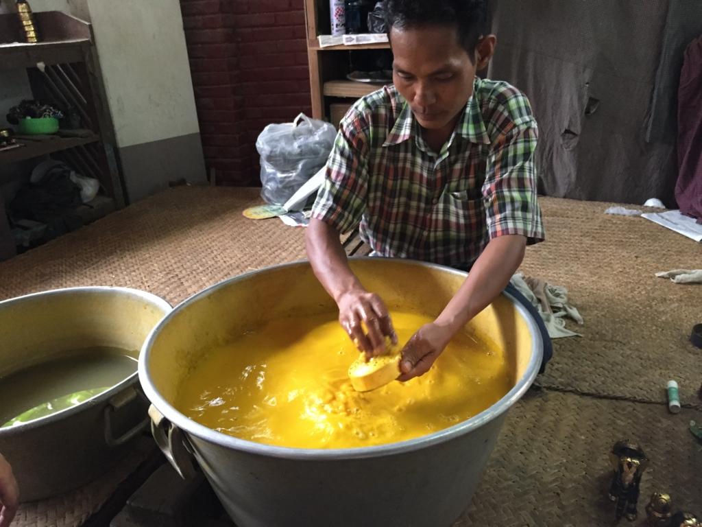 ミャンマーバガン 漆塗り 金装飾