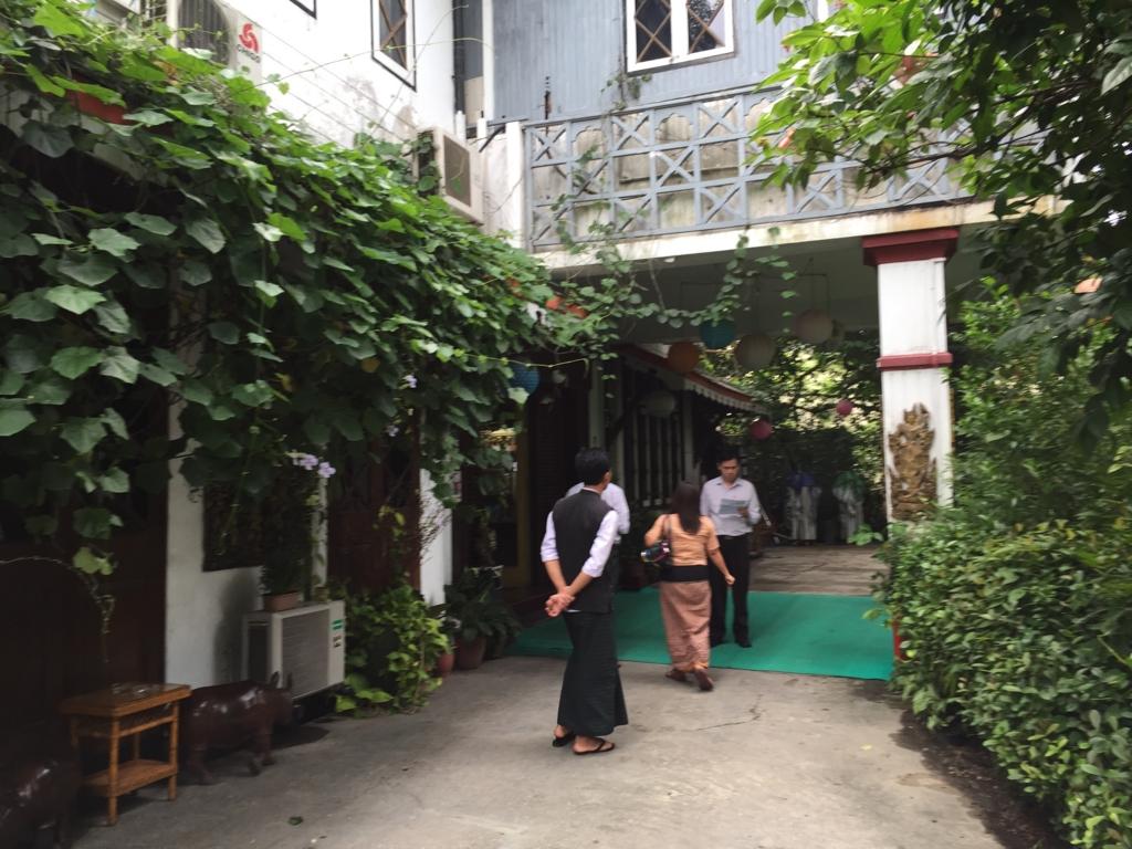 ミャンマー ヤンゴン Padonmar レストラン 入口