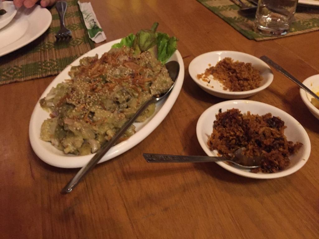ミャンマー ヤンゴン Padonmar 温ナスのサラダ