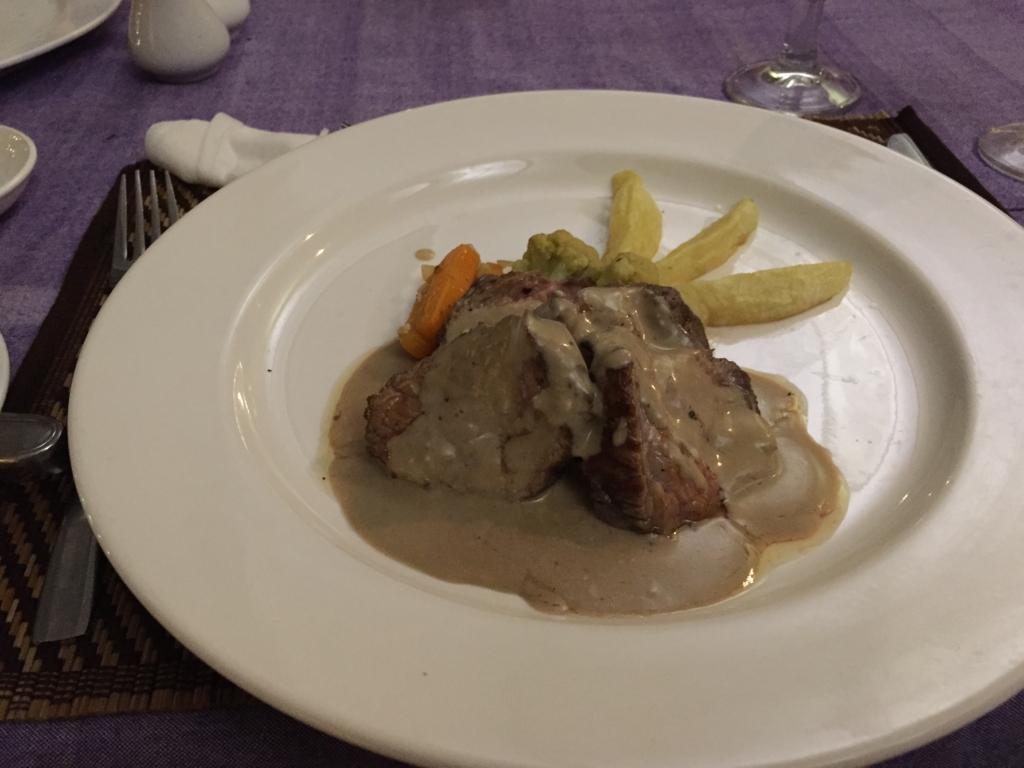 ミャンマー バガン フランス料理 ステーキ