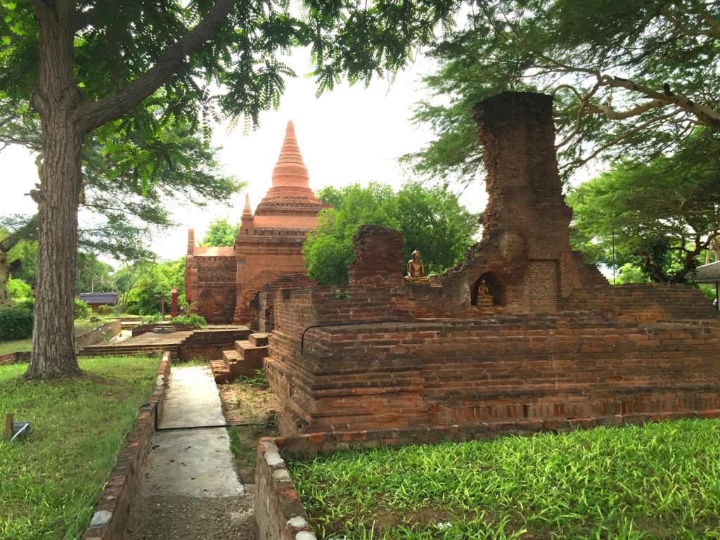 ミャンマー バガン ティリビセヤ・サンクチュアリー・リゾート ホテル 敷地内歩道