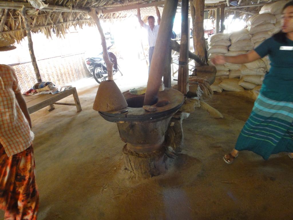 ミャンマー バガン 地元の村 農機具