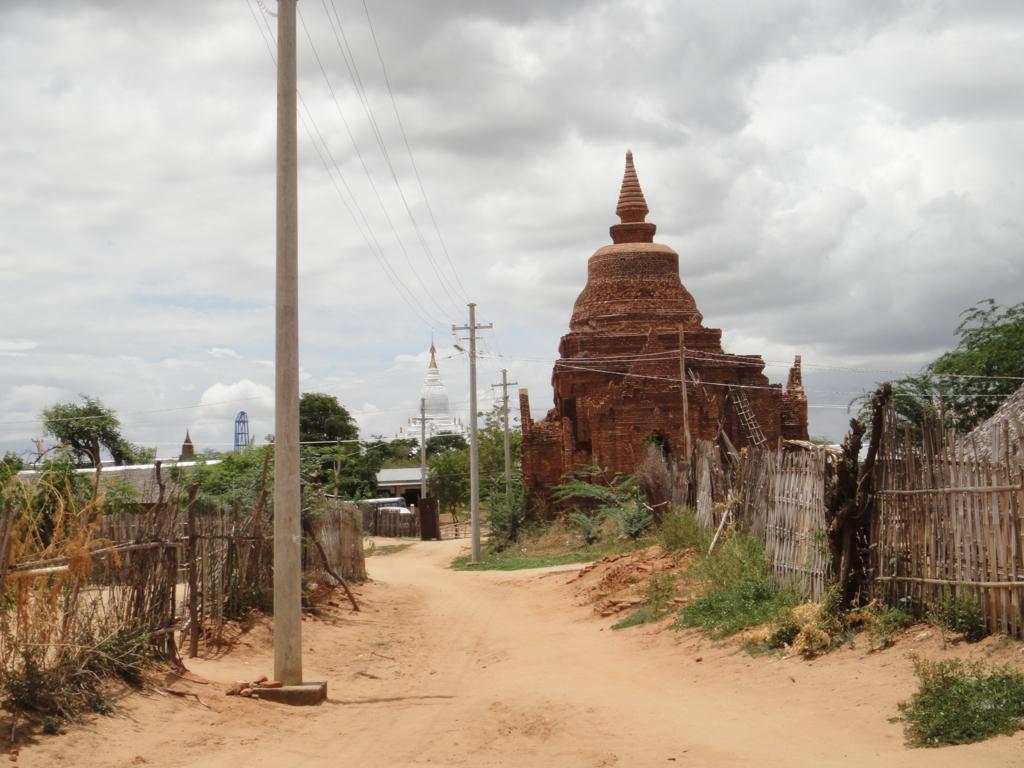 ミャンマー バガン 村の中のバゴタ