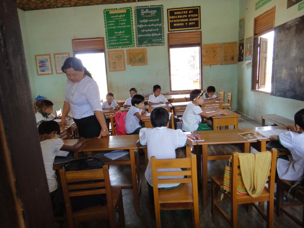 ミャンマー バガン 小学校 授業風景